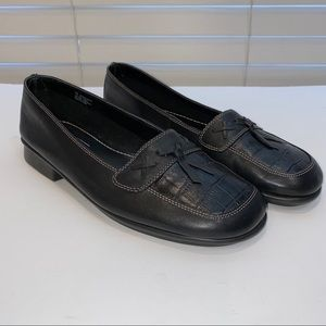 Aerology bowalicious leather loafer size 7W